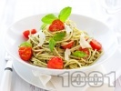 Рецепта Спагети (паста) с босилеково песто, чери домати и пармезан